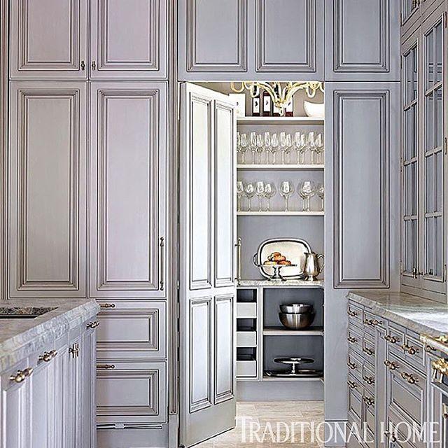 Light gray traditional kitchen  #kitchen #design #interiordesign #interiors #homedesign #homedecor #decor #kitchens #graykitchen