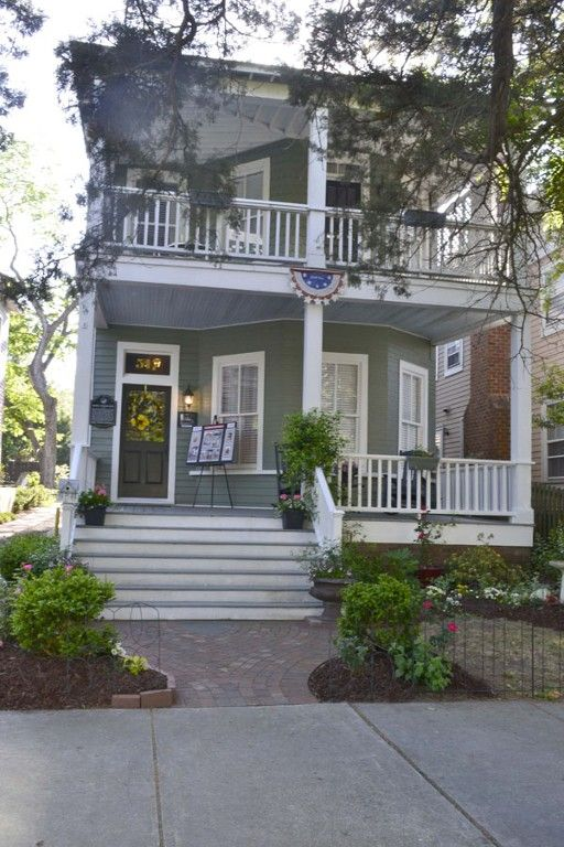 House Vacation Rental In Historic District Wilmington Nc Usa From Vrbo Com Vacation Rental Travel Vrbo Vacation Rental Vacation Colonial Style Homes