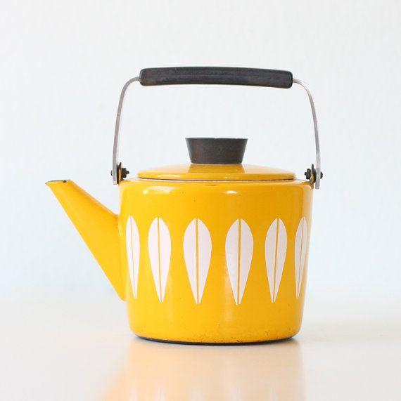 Catherine Holm - Retro Enamel Teapot