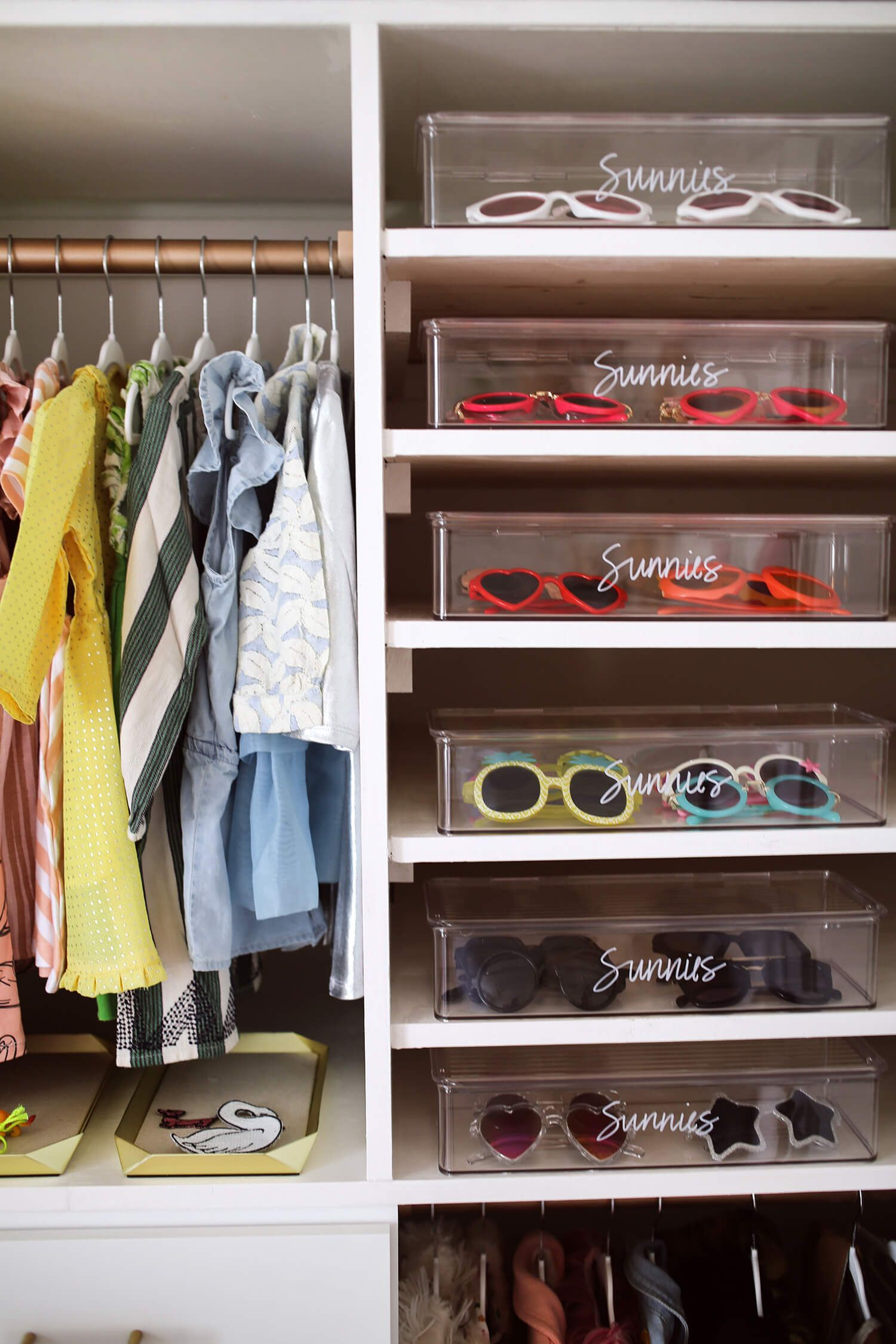 How to organize a baby closet with