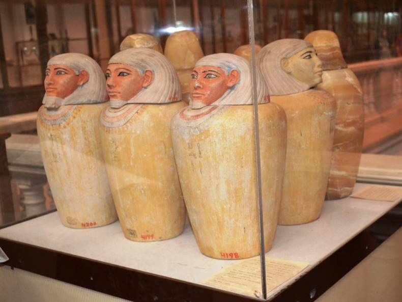 The Egyptian Museum Discover Egypt S Monuments Ministry Of Tourism And Antiquities Museum Egyptian Museum Displays