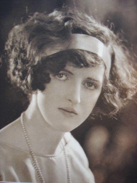 1920 S Curly Hair Flapper Hair Vintage Hairstyles 1920s Hair