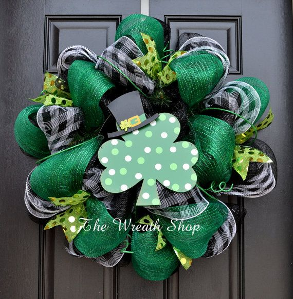 st patrick 39 s day wreath luck of the irish mesh wreath luck of the irish of and classy. Black Bedroom Furniture Sets. Home Design Ideas