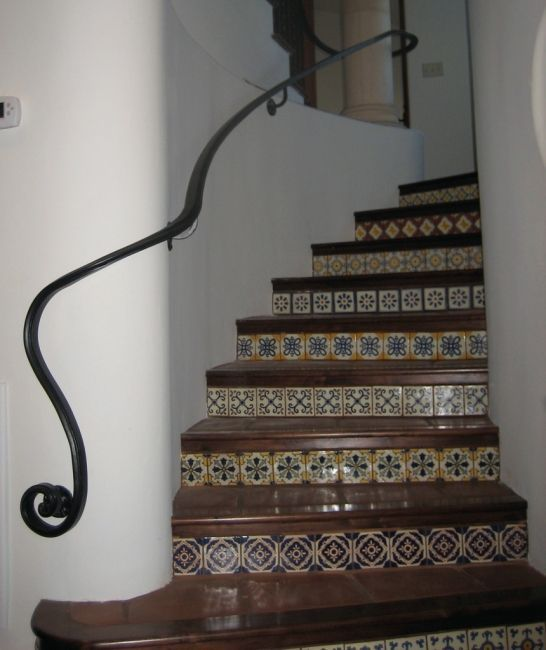 Best Simple Iron Indoor Hand Rail With Swirl Design On End 400 x 300