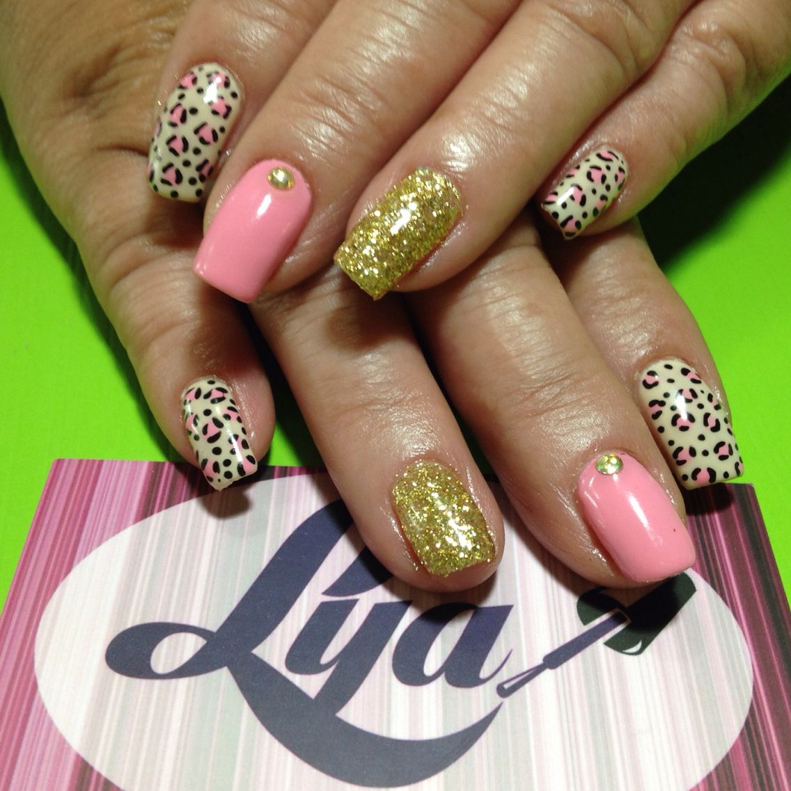 Decorado de uñas Gelish animal print con glitter. #gelish ...