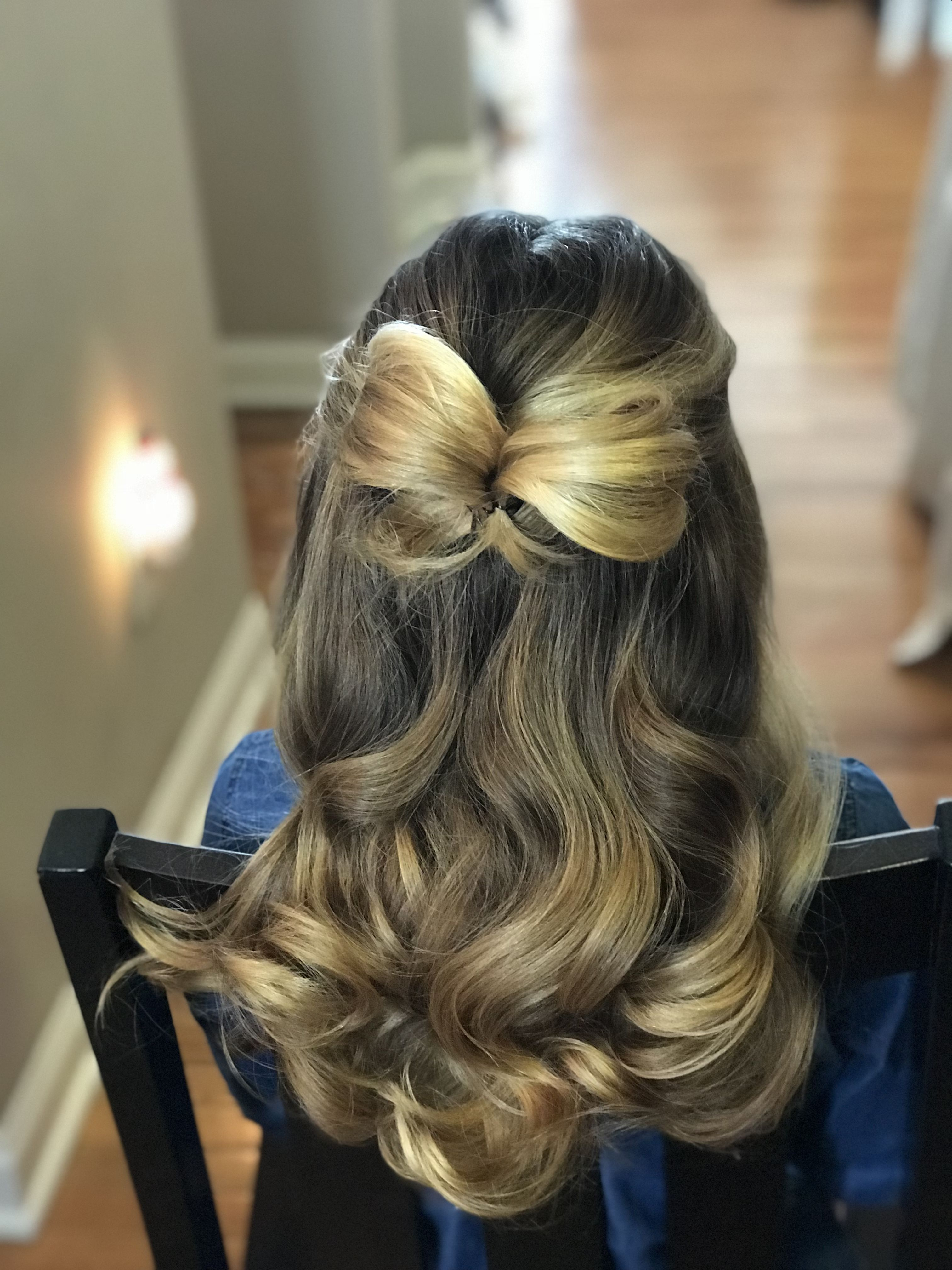 Loving that bows are making a big come back for 2018. This bow inspired flower girl hairstyle w ...