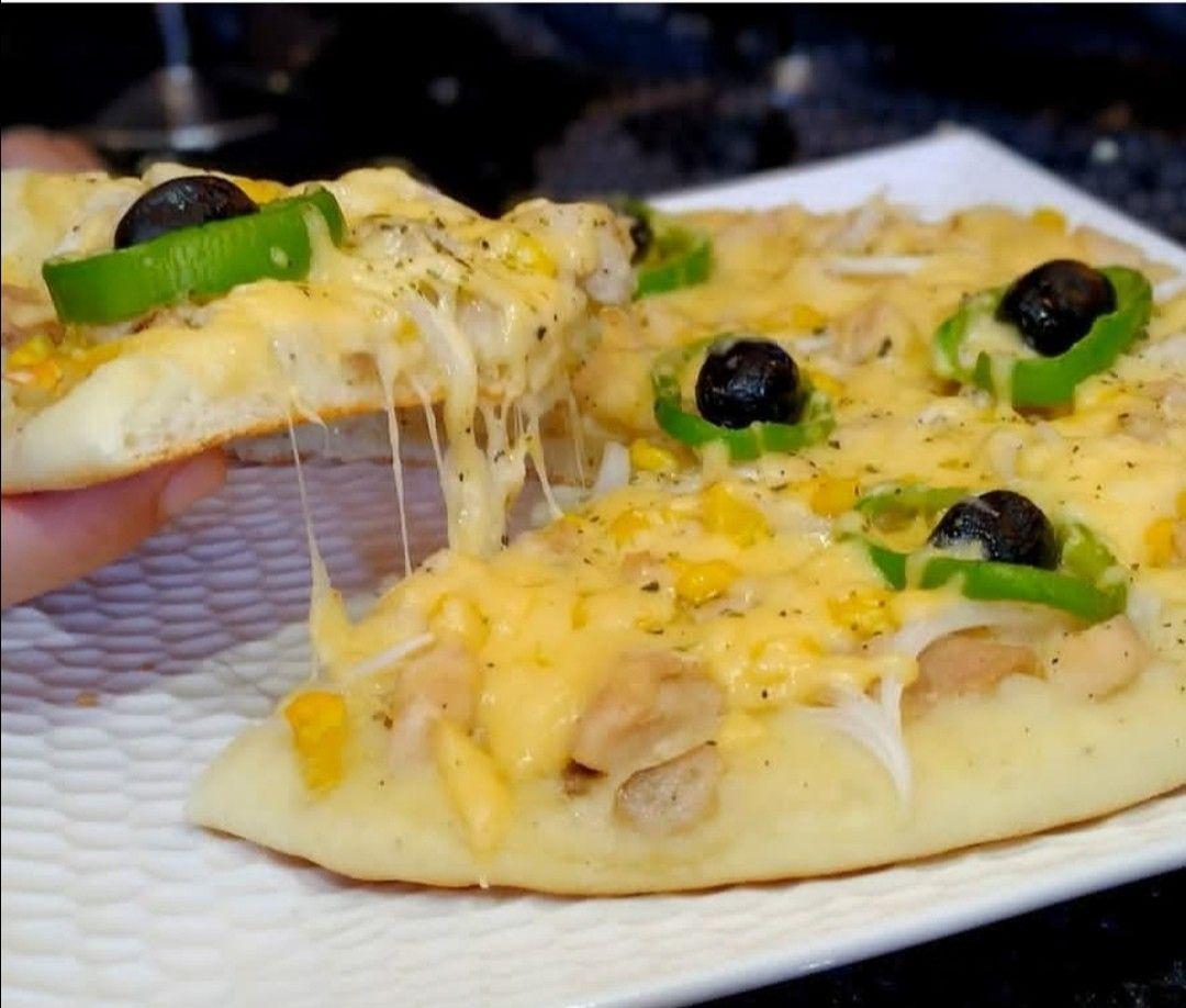 بيتزا بالصلصة البيضاء Food Breakfast Eggs