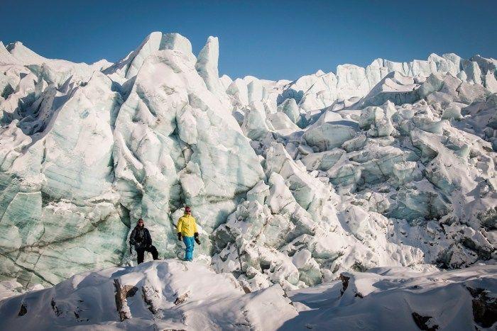 Každoročne sa Grónsky ľadový príkrov Glacial produkuje tisíce ľadovcov, keď kusy ulomit do oceánu.  Najvyššia ľadovce odplávať vo výške 15 poschodovej budovy.  Kliknite na thorugh prečítať, prečo je potrebné zistiť, Grónsko!