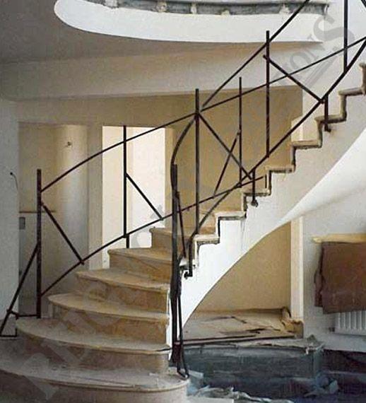 Rampes d 39 escalier fer forg ferronerie d 39 art maison fond e en 1955 garde coprs pinterest for Escalier en fer forge