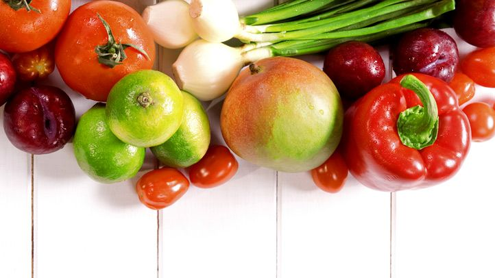 Choosing Healthy Fruits And Vegetables Diet And Nutrition Center Everydayhealth Com Healthy Fruits And Vegetables Fruit And Vegetable Diet Diet And Nutrition