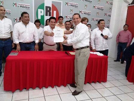 Con denuncias pendientes Mario Peniche toma protesta como candidato del PRI por Valladolid