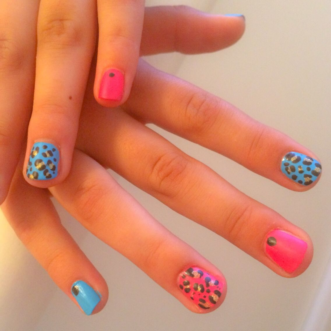 Mini mani - neon pink & blue leopard nail art with black | Nails ...