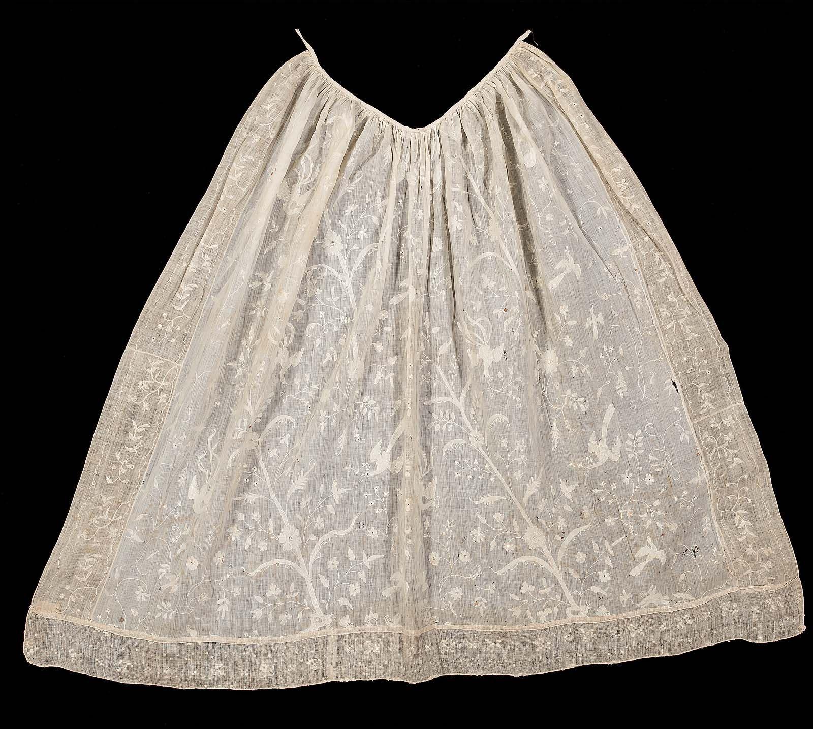 White apron tape - Apron England First Half 18th Century White Cotton Wth Floral White Silk Embroidery