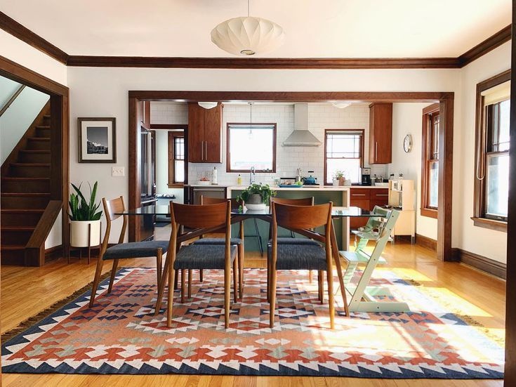 Photo of 10 Paint Colors That Play Well With Wood Trim