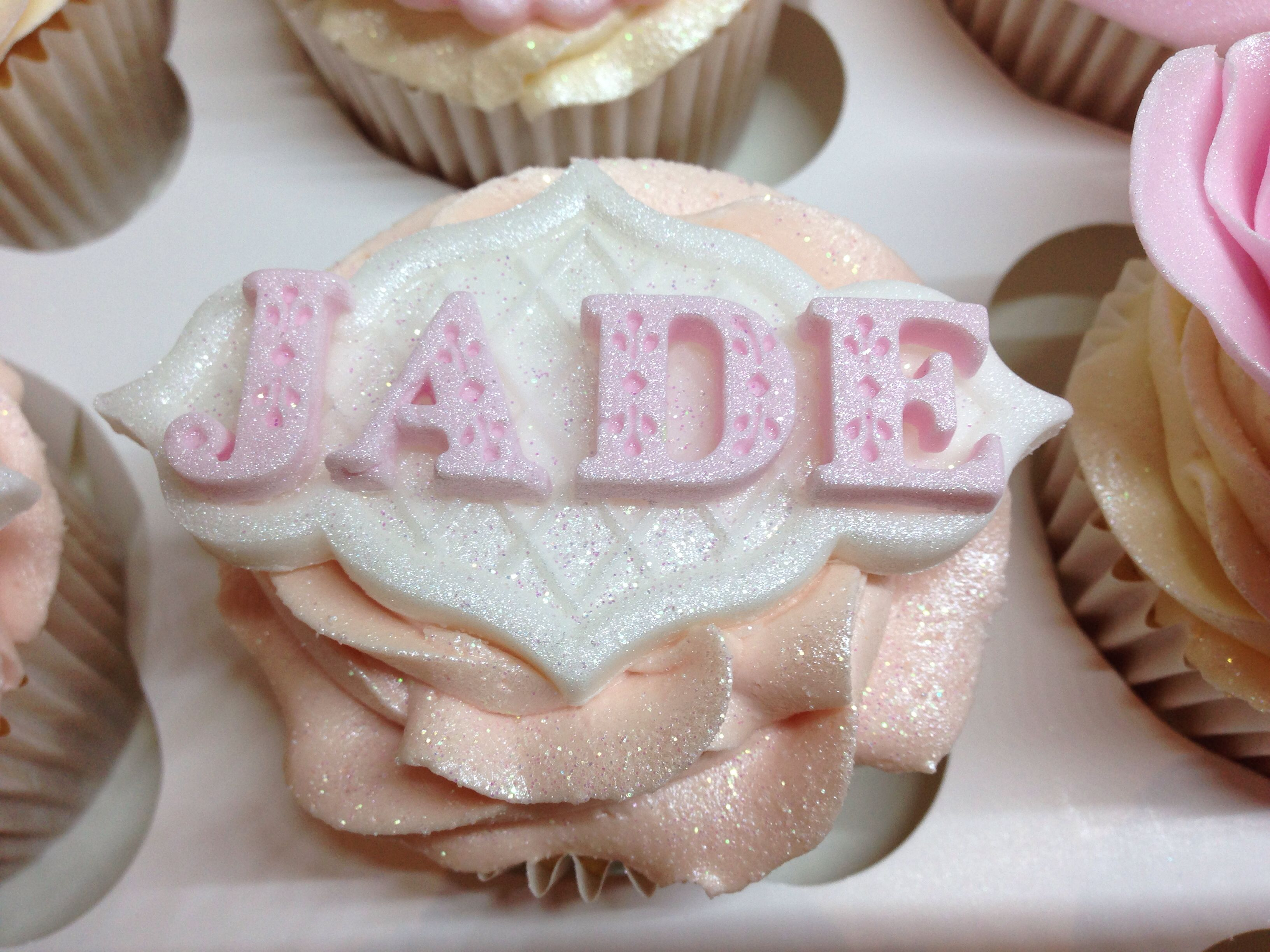 Fondant Plaque With Name With Images Fondant Cupcakes Cupcake