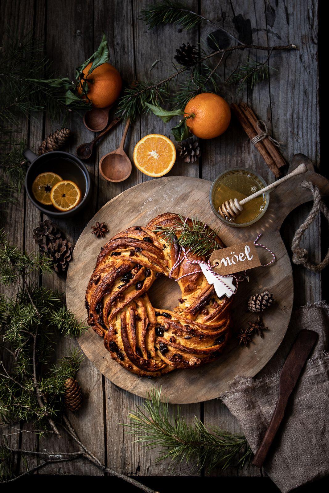 Ghirlanda brioche al miele con arancia e noci