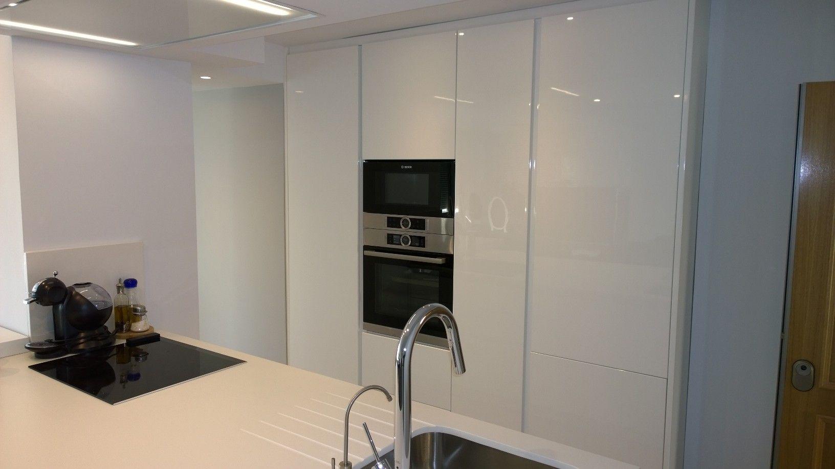 Cocina de 2a kutchen modelo nua lacado blanco brillo for Cocina con electrodomesticos