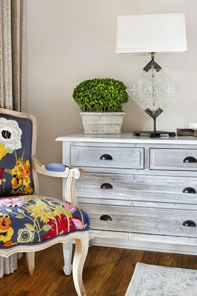 shabby chic selber machen kommode grau vintage stuhl bunt polster shabby chic pinterest. Black Bedroom Furniture Sets. Home Design Ideas