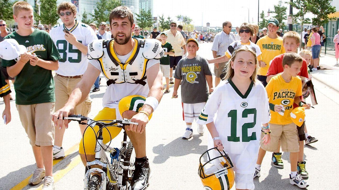 How A Young Heart Transplant Patient Met Aaron Rodgers Green Bay Packers Aaron Rodgers Aaron Rodgers Go Packers