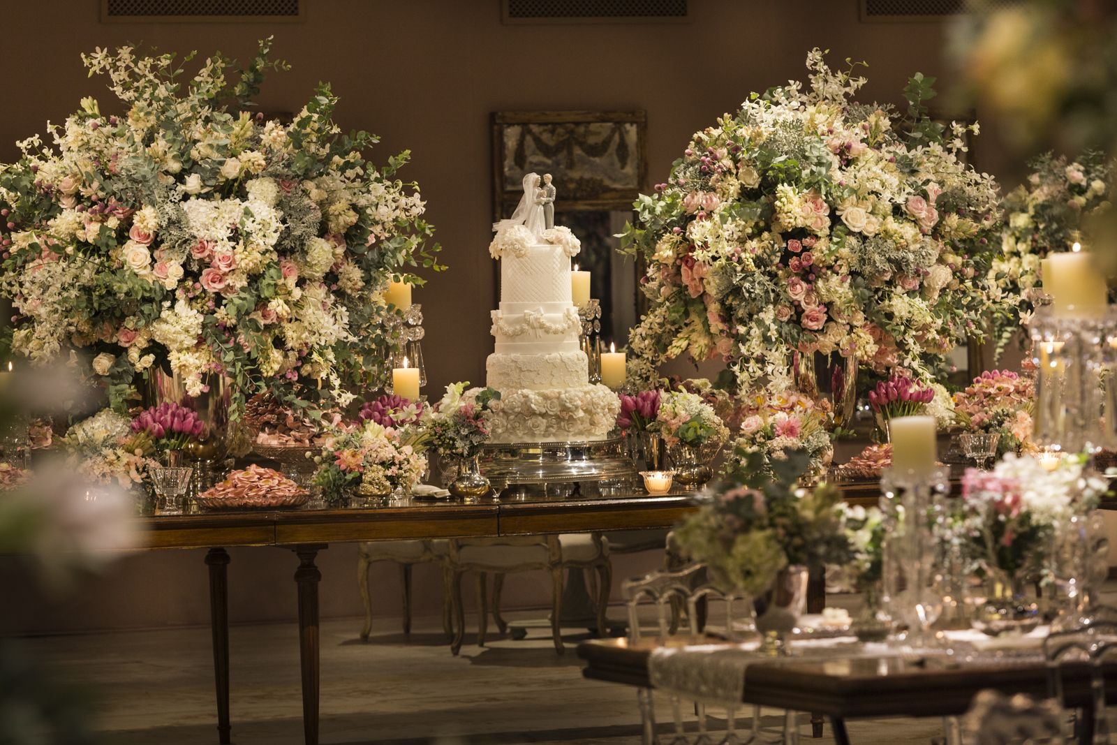 Beautiful romantic wedding dessert table