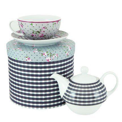 Theiere Et Une Tasse En Porcelaine Au Decor Vichy Noir Pour La Theiere Et Fleuri Facon Jardin Anglais Pour La Tasse Tasse Marie Claire Maison