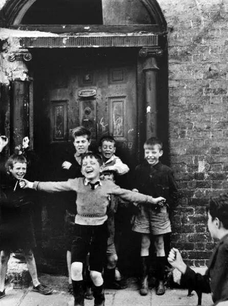Photo By Roger Mayne Children In A Doorway Dublin 1957