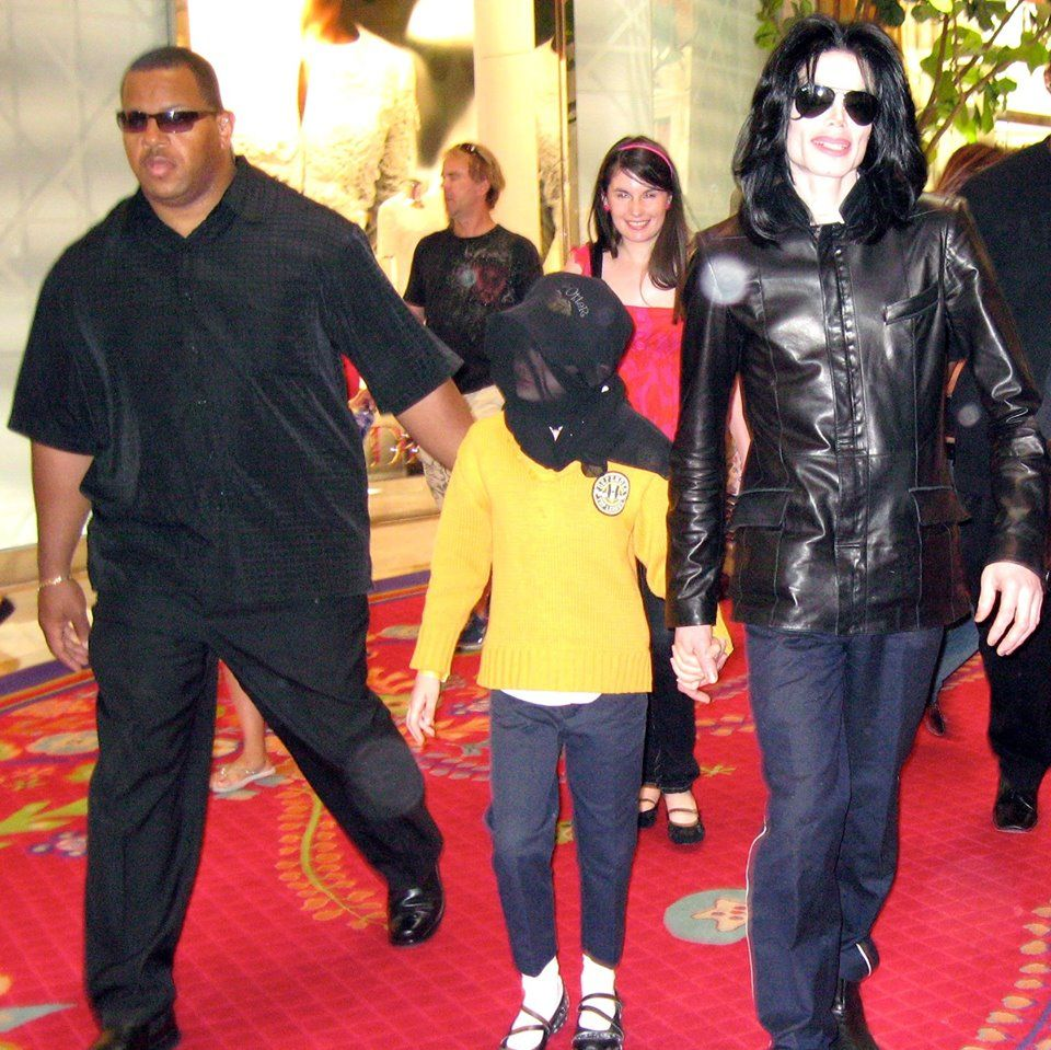 Bodyguard And One Of The Authors Of Remember The Time Protecting Michael Jackson In His Final Days Bill Whitfi Michael Jackson Dance Outfits Jackson Family