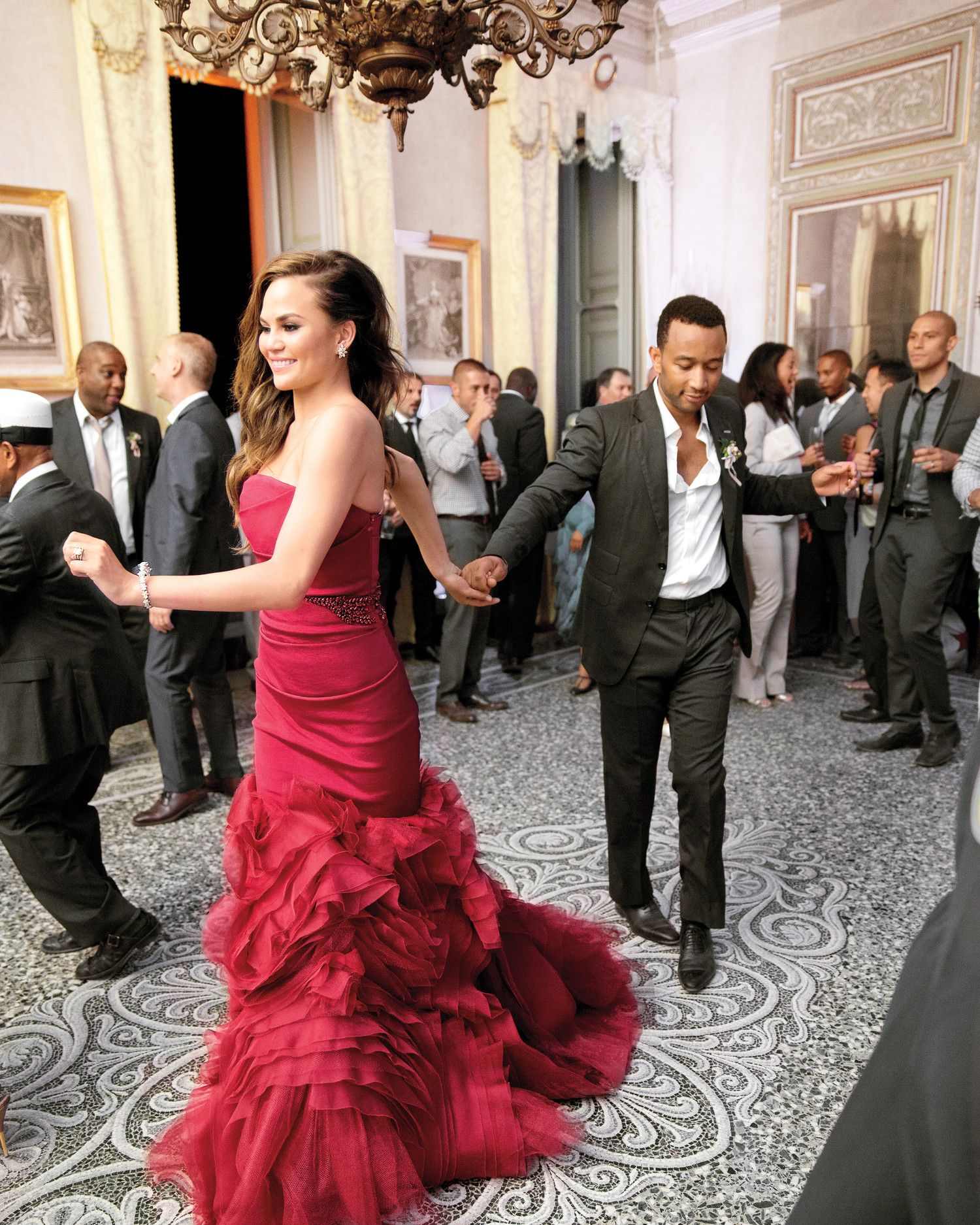33 Ways To Wear Your Hair Down For Your Wedding Chrissy Teigen Wedding Dress Red Wedding Dresses Nontraditional Wedding Dress