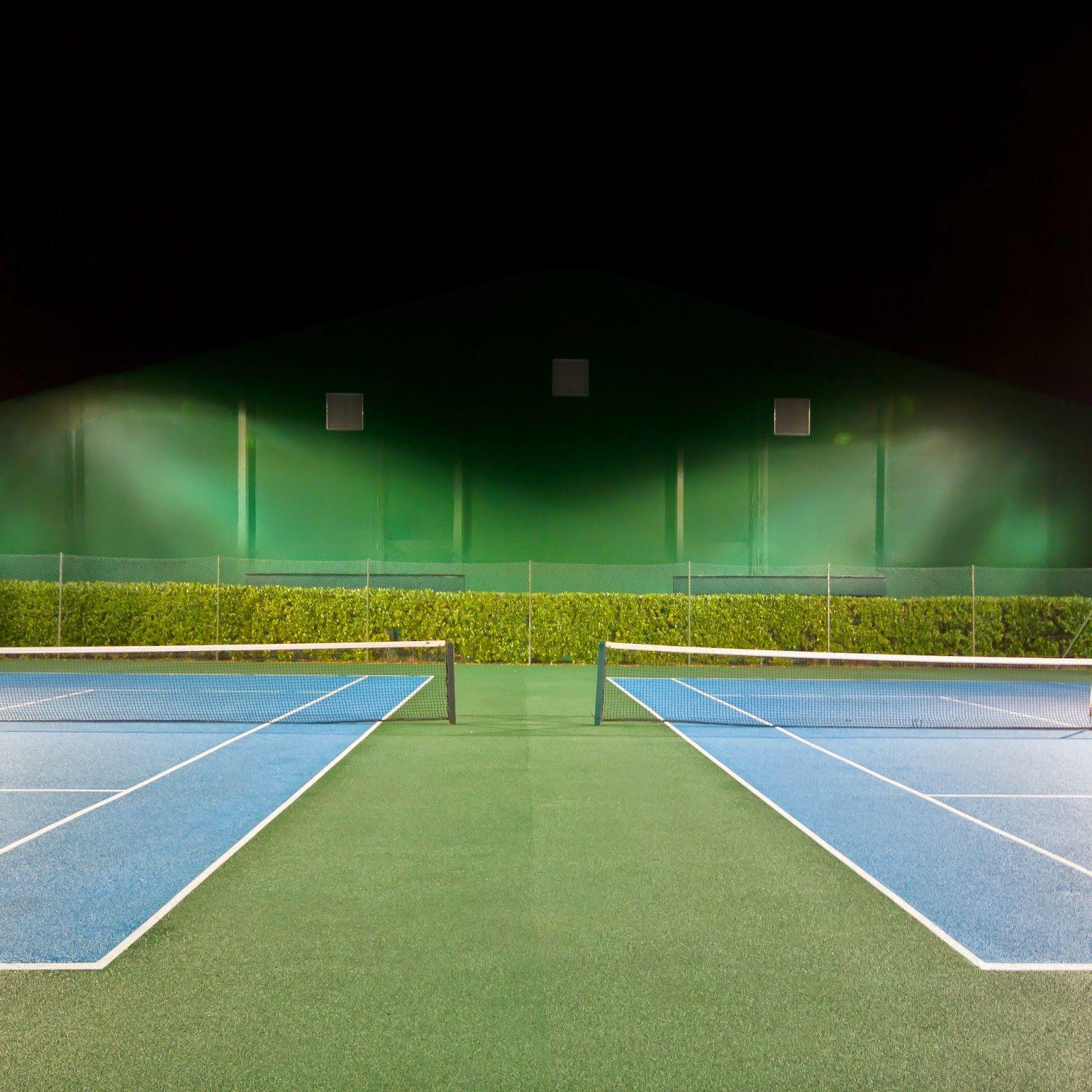 網球場的路上。to the tennis court: 網球場與攝影 - Barry Falk
