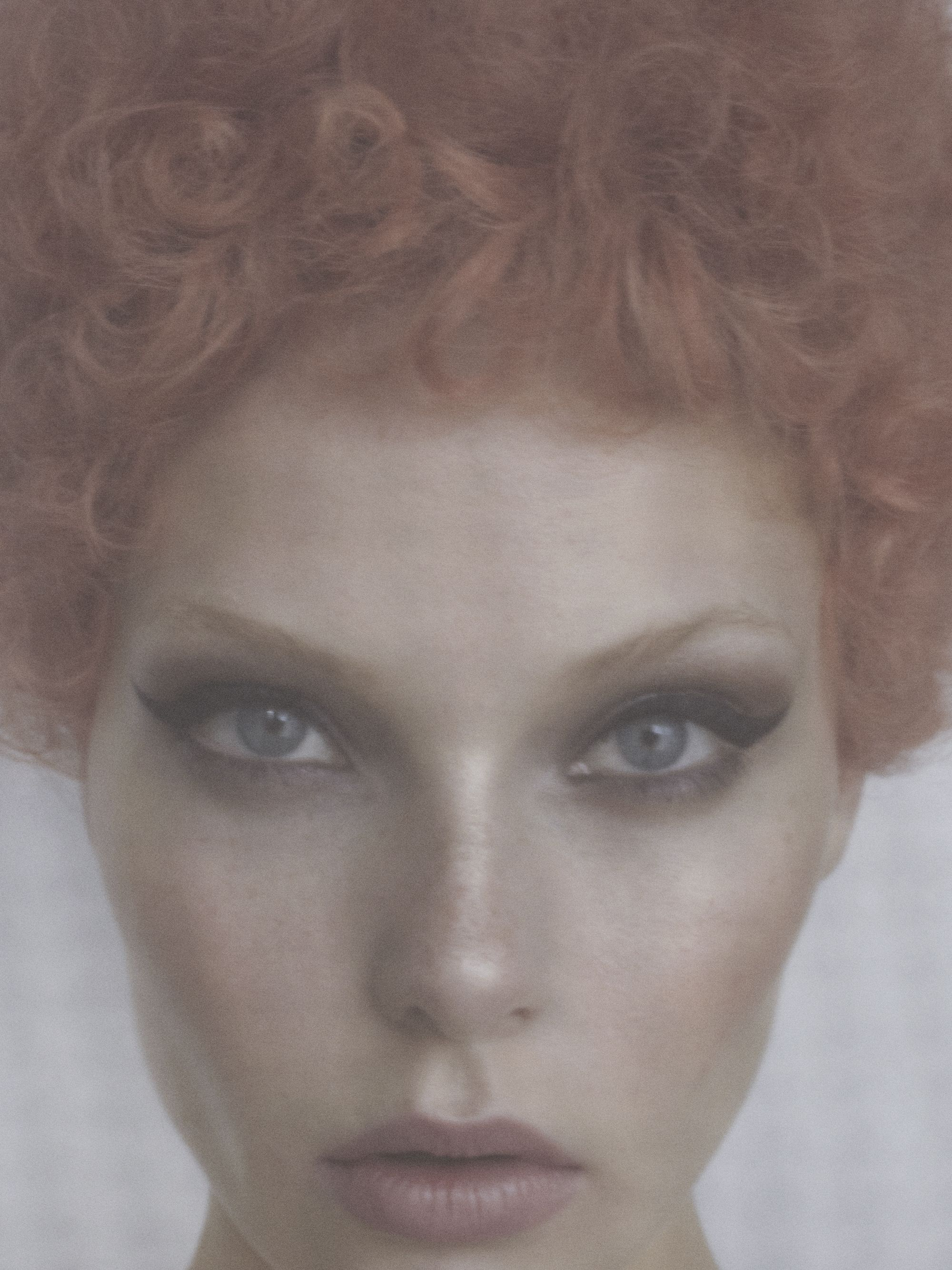 VERLOCKEND - Tush Online  Foto: Jesse Laitinen / Minkmgmt Hair: Dejan Cekanovic / Hall&Lundgren Make-up: Sophia Eriksen / Hall&Lundgren