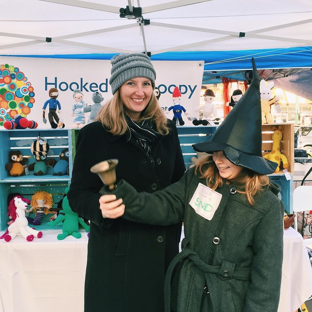 MARKET IS OPEN! Thanks @hookedandloopy for ringing the bell. We'll see all you witches ghouls and monsters on the plaza today!