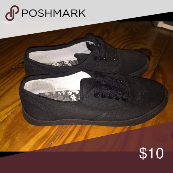 f877e0d776588a Black vans look shoes Not vans - from target Shoes Sneakers