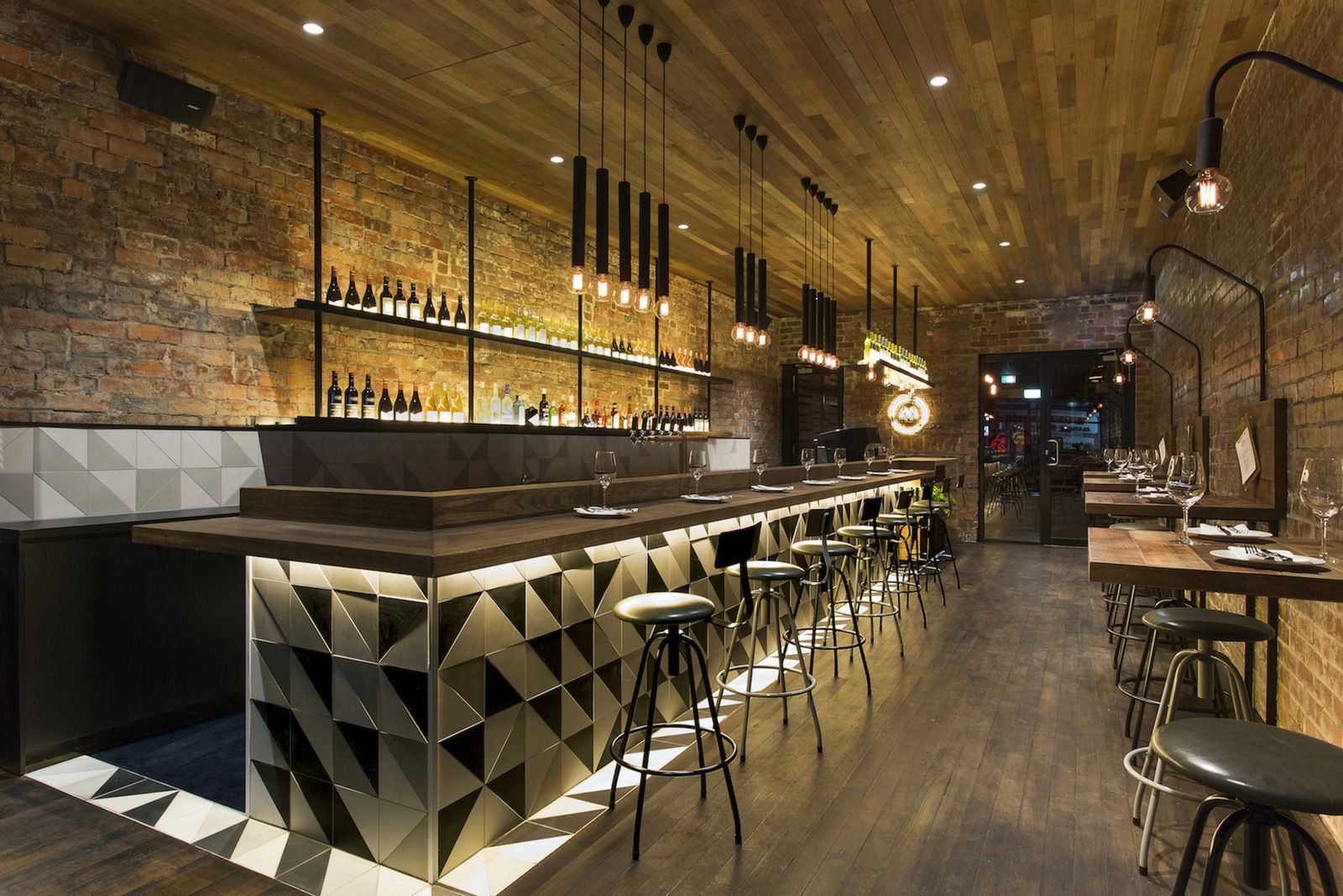 Id es d co pour un bar au look industriel industriel bar et idee deco - Idee deco restaurant ...