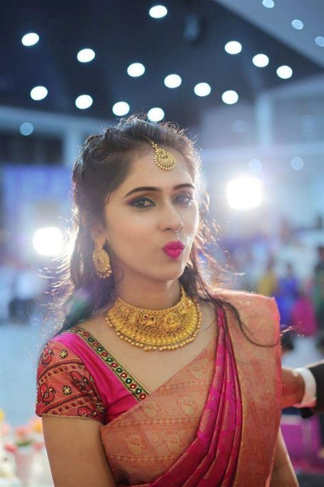 Traditional Yet Trendy Wedding Jewelry Wedding Saree Blouse Designs Wedding Saree Collection Saree Hairstyles