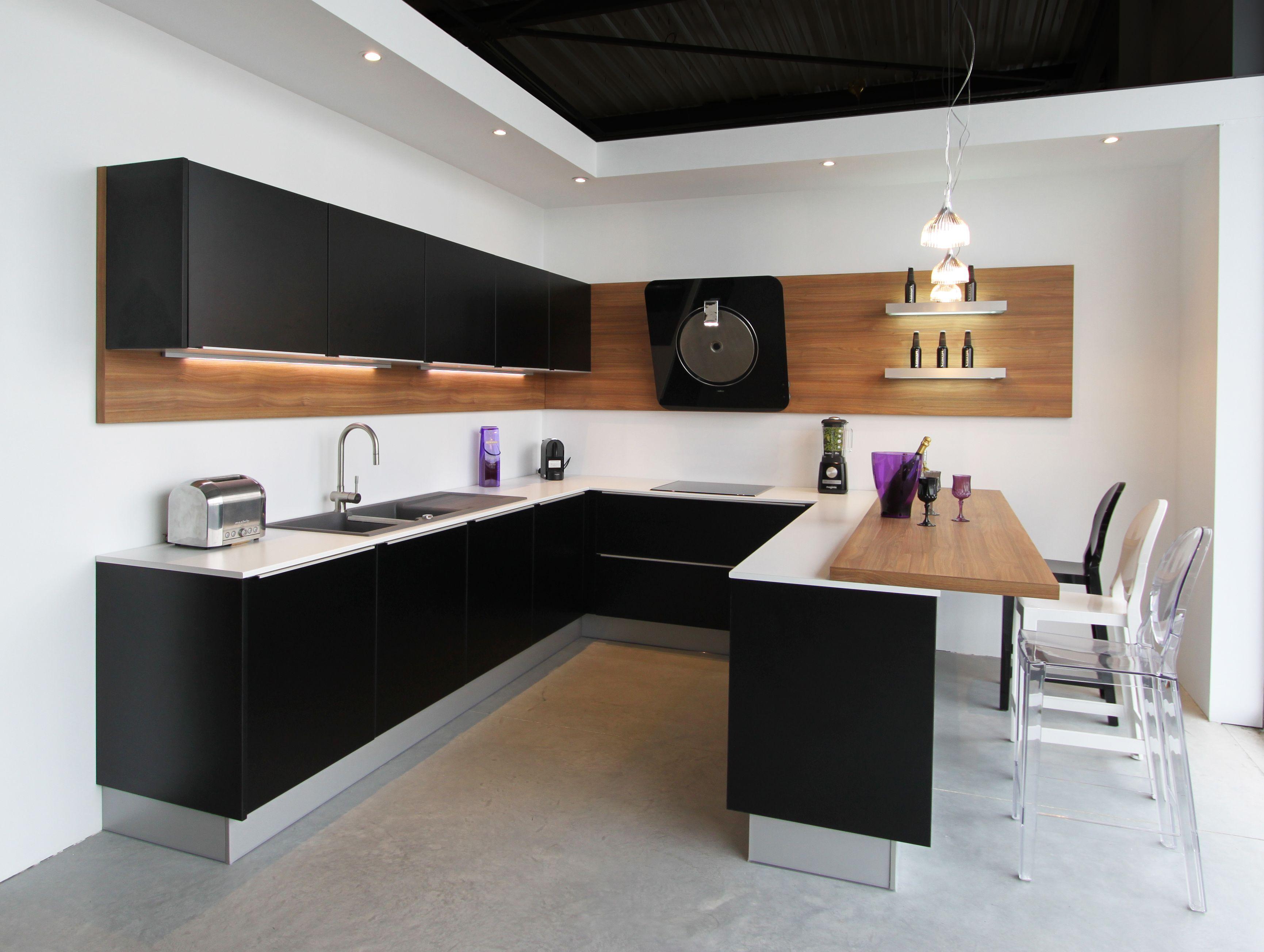 Cuisine design laqu e noir satin fabrimeuble cuisines pinterest fabricant cuisine noir for Fabricant cuisine design