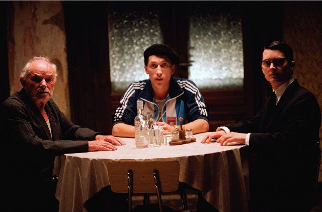 Still of Elijah Wood, Boris Leskin and Eugene Hutz in Everything Is Illuminated (2005)