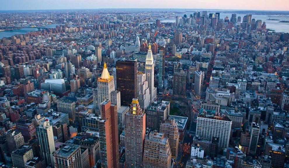 Si hubiera que elegir una capital para el mundo, esa sería Nueva York. Mitificada por el cine, la televisión y la literatura, es una ciudad ...