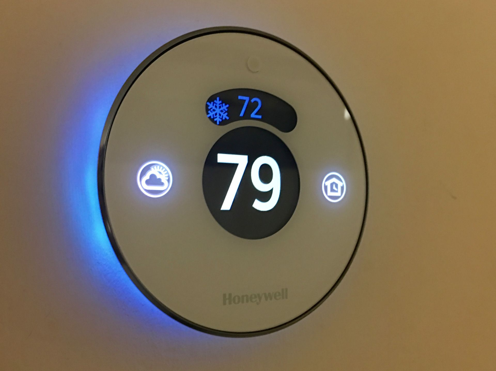 Review Honeywell Lyric Round WiFi Thermostat matches