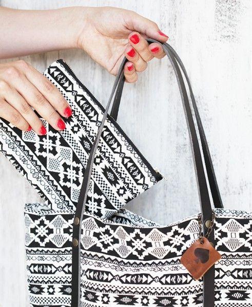 "Universal Täschchen ""Pitoo"" // #shopper #bag #bucketbag #festival #sommer #openairs #schwarz #weiß #black #white #summer #pikfine #handmade #cologne #germany #ethno #boho #accessoires"