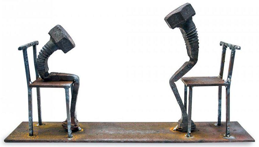 Tobbe Malm Forgeron et Photographe à Oslo parvient à Créer des Sculptures pleines de Poésie en utilisant de Vieux Boulons