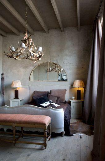 Nice de muur is grijs betonlook marmorino
