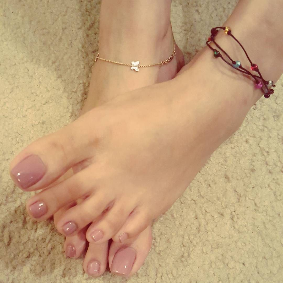 """696 Likes, 20 Comments - Princess Ariel  (@sexyfootprincess) on Instagram: """"#feettodiefor #sexiestfeetintheworld #princessfeet #sexyanklet"""""""