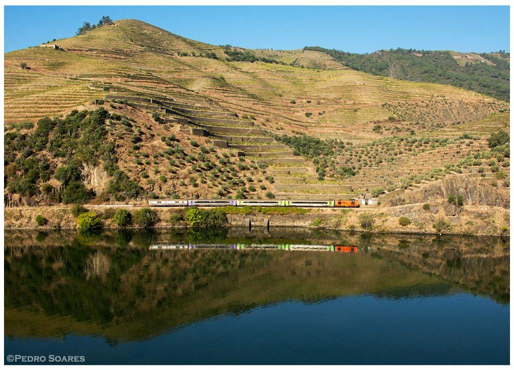 "https://flic.kr/p/NnCZz8 | Valença do Douro 08-10-16 | Locomotiva Diesel nº1415, comboio especial nº21861 ""Vindimas"""
