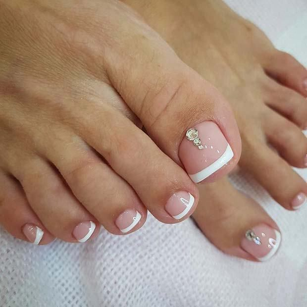 21 Elegant Toe Nail Designs For Spring And Summer 3 Elegant French Pedicure With Sparkle Pedicu Pedicure Designs Toenails Toe Nail Designs Cute Toe Nails
