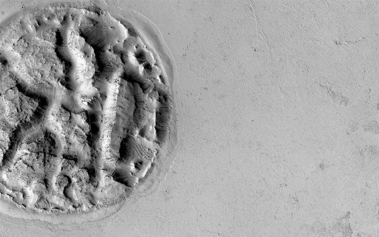 Mile-Wide Martian Mystery Cookie Puzzles Astronomers http://www.nbcnews.com/science/space/mile-wide-martian-mystery-cookie-puzzles-astronomers-n262001