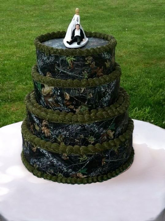 Mossy Oak Camo Covered Wedding Cake