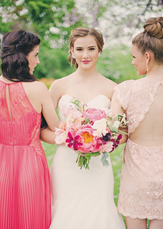 so adorable! the bride and the bridesmaids in vintage-inspired
