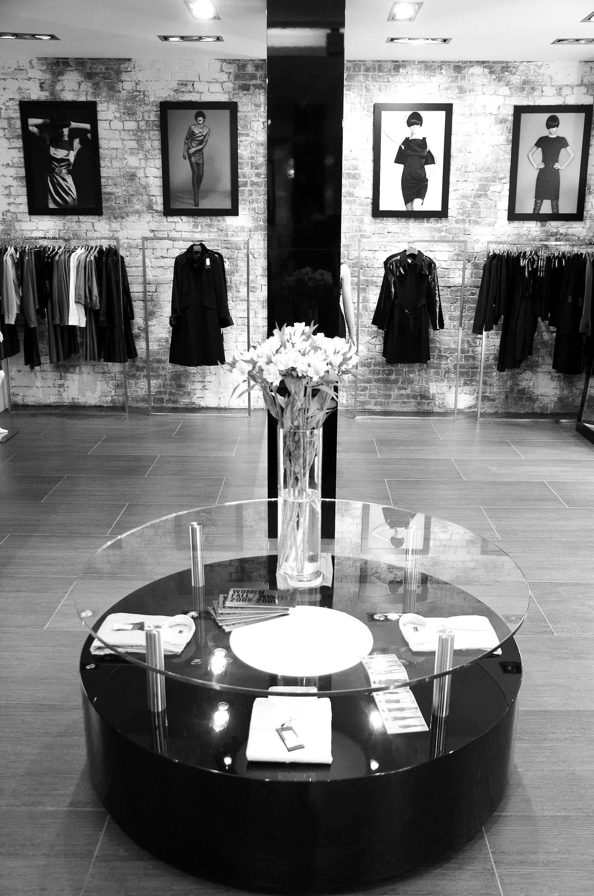 Дизайн магазинов VASSA был сформирован Арт Директором одноименного модного дома Штефаном Унгару. VASSA's stores designed by Stefan Ungaru. #VASSA_CO #VASSA #RUSSIAN_DESIGNER #STORES #STEFAN_UNGARU #INTERIOR_DESIGN