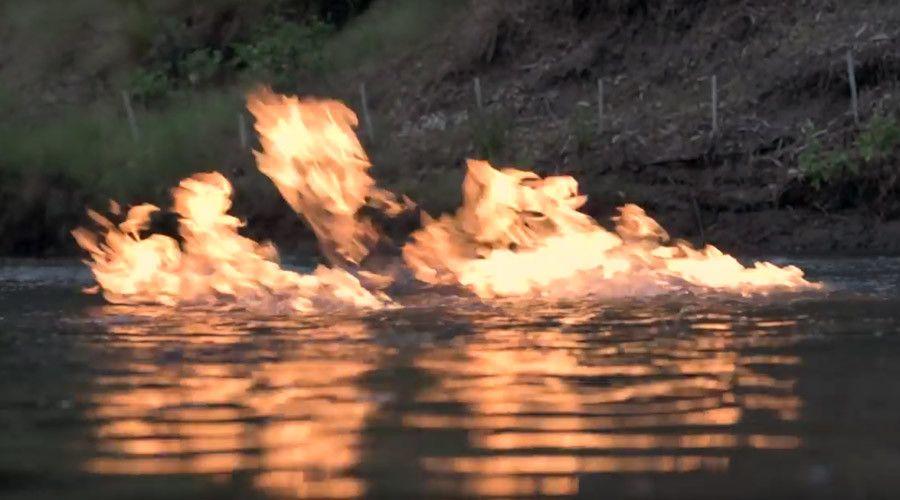 """Bloody crazy"": River near fracking site bursts into flames in Australia (VIDEO)  http://pronewsonline.com  © Jeremy Buckingham"