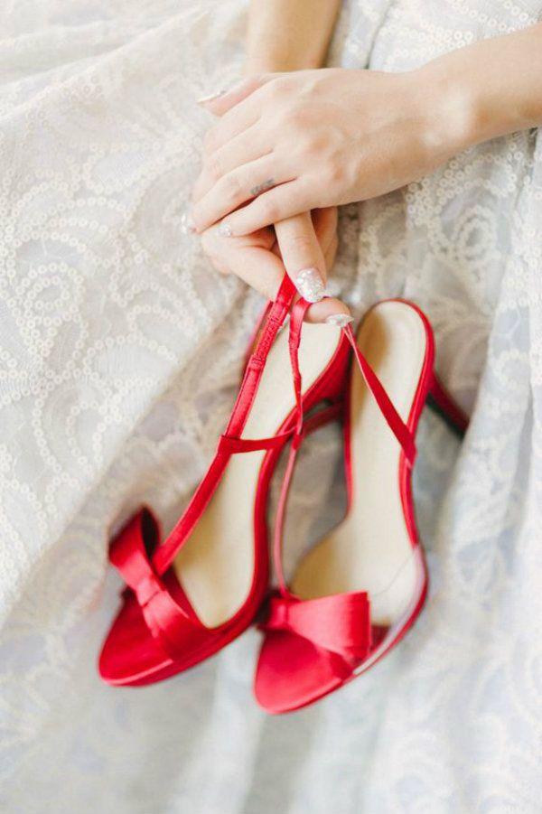 Noivas de Sapato Vermelho no Casamento em 2020 | Sandalia